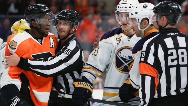 Wayne Simmonds and the Flyers have won four straight games.