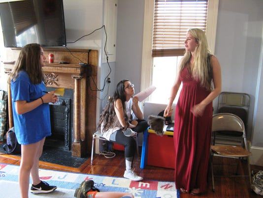 636613800569843649-Bianca-Montague-gives-a-cast-member-direction-as-Melanie-Bynum-looks-on.JPG