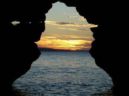 Sunset through the Keyhole Arch, one of the most iconic