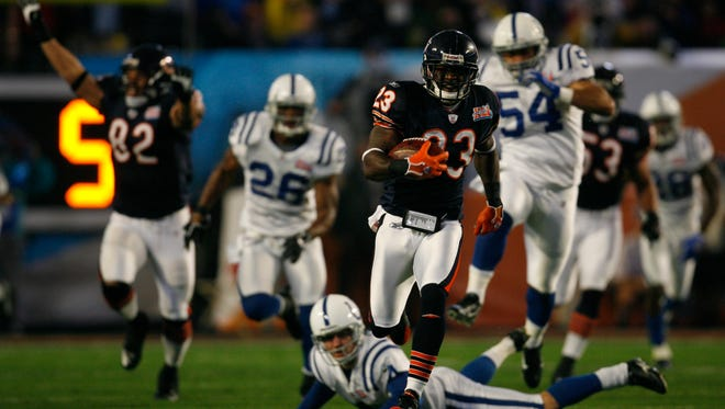 Chicago Bears cornerback Devin Hester runs the ball back for a touchdown on the opening kick-off of Super Bowl XLI.