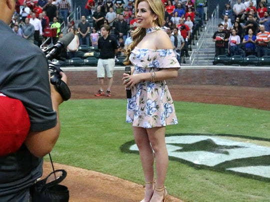 El Paso singer Elia Esparza sings the national anthem