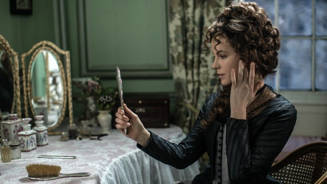 "In ""Love & Friendship,"" Lady Susan (Kate Beckinsale) may be broke and without means, but you know will she scheme her way into something."