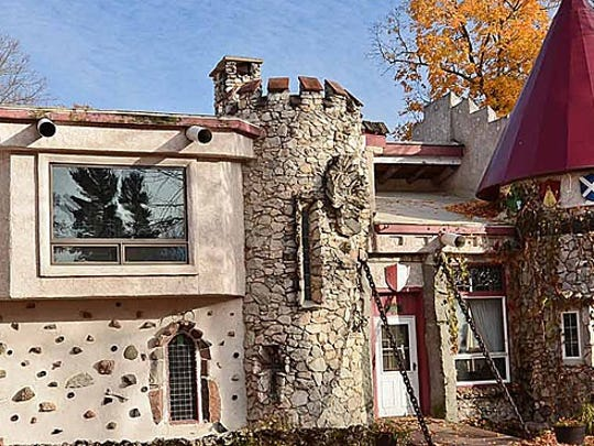 Blarney Castle is a favorite lodge among travelers to Garmisch USA, just outside of Cable.