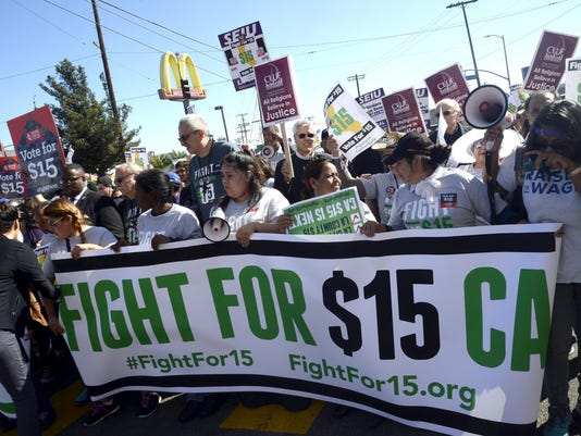 EPA USA CALIFORNIA MINIMUM WAGE PROTEST LAB WAGES & PENSIONS USA CA