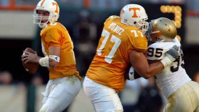 Tennessee quarterback Erik Ainge looks for a receiver as offensive tackle Michael Munoz fends off Notre Dame's Victor Abiamiri on Nov. 6, 2004.