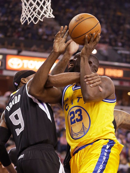 Sacramento Kings guard Rajon Rondo, left, fouls Golden State Warriors forward Draymond Green during the first quarter of an NBA basketball game Saturday, Jan. 9, 2016, in Sacramento, Calif.(AP Photo/Rich Pedroncelli)