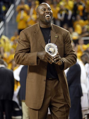 Former Michigan basketball star Glen Rice is honored by the crowd at the Crisler Center in Ann Arbor on Feb.17, 2013.