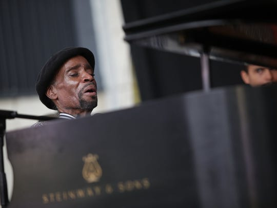 The Johnny O'Neal Trio performs during the Detroit