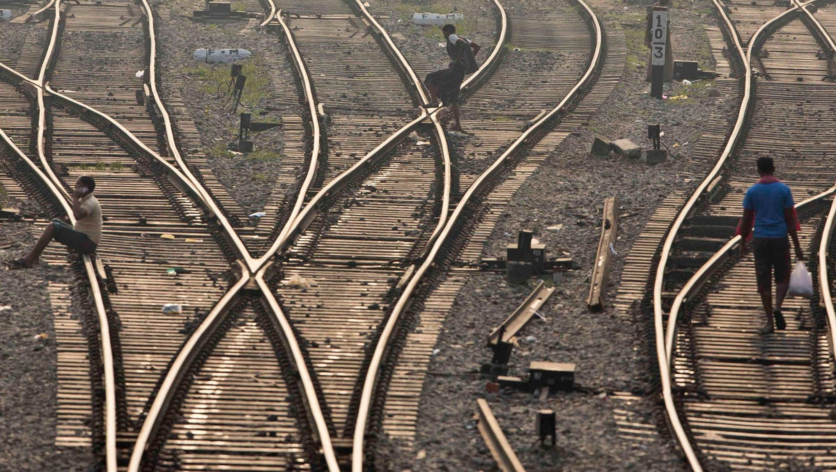 Officials: 2 trains collide in southern Pakistan, killing 30 3