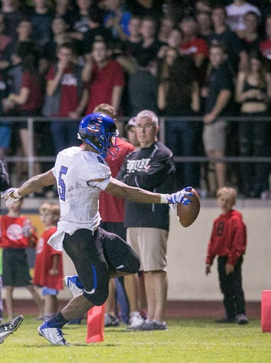azcentral sports' Richard Obert ranks the Top 10 high school football wide receivers in Arizona for the 2016 season.