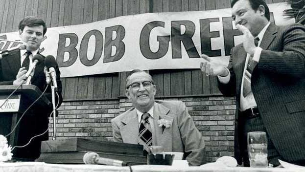 Bob Green (center) was honored by then-Evansville mayor Michael Vandeveer (left) at a dinner on March 12, 1980.