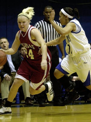 Leslie Howard, left, drives around defender in a 2006 game in St. Louis. Howard was on Monday was named an assistant at Eureka College.