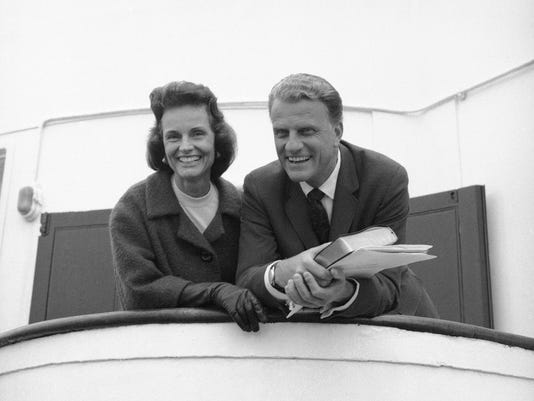 XXX BILLY GRAHAM AND HIS WIFE RUTH POSING DEC 3890.JPG A USA NY