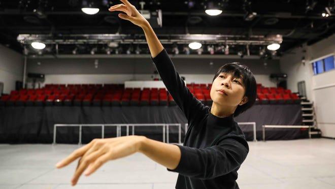 Alexa Capareda will be teaching a virtual intro to ballet class on Sunday.