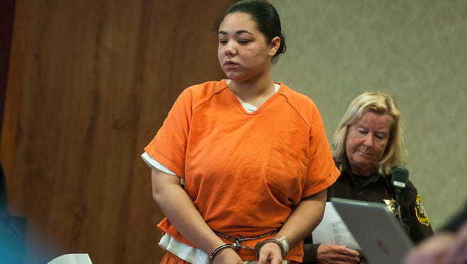 Jacoiya Divers walks into the courtroom Monday, Mar. 28, during a hearing in Judge Kelly's courtroom.