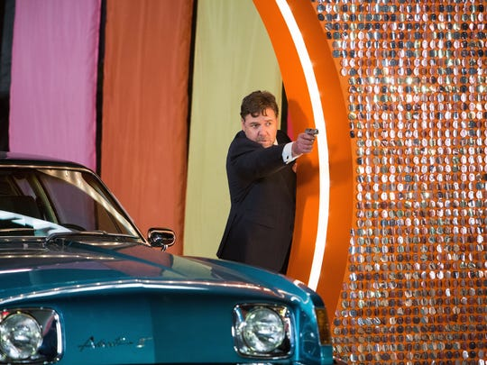 """Rusell Crowe shoots at the bad guys in """"The Nice Guys."""""""