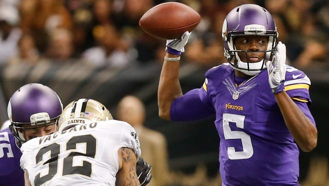 Minnesota Vikings quarterback Teddy Bridgewater (5) passes against the New Orleans Saints during the second quarter.