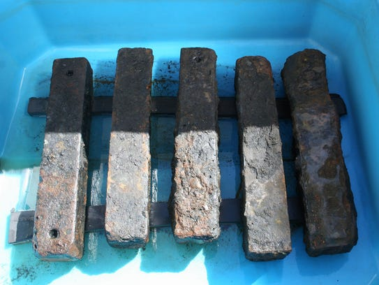 "Iron ballast recovered from the S""o JosÈ slave ship"