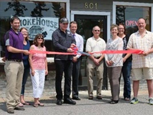 636022936585208423-SmokeHouse-Barbeque-holds-ribbon-cutting-with-the-Mosinee-Area-Chamber-of-Commerce.jpg