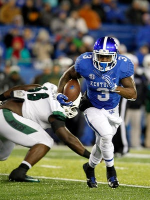 Nov 21, 2015; Lexington, KY, USA; Kentucky Wildcats running back Jojo Kemp (3) runs the ball against the Charlotte 49ers in the first quarter at Commonwealth Stadium. Mandatory Credit: Mark Zerof-USA TODAY Sports