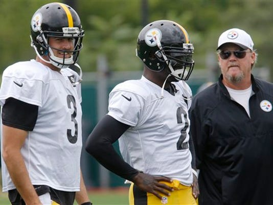 Pittsburgh Steelers quarterback Michael Vick, center, stands with quarterbacks coach Randy Fichtner, right, and quarterback Landry Jones (3) during practice for the NFL football team, Wednesday, Aug. 26, 2015 in Pittsburgh.