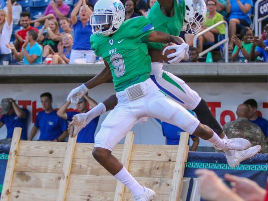 636412008745212214-sm2017-0916-university-west-florida-football-chowan-0020.jpg