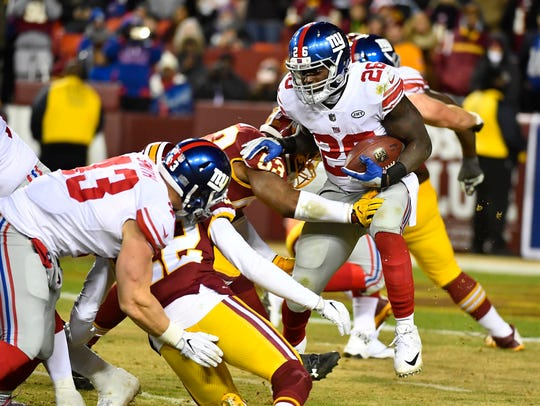 Giants running back Orleans Darkwa is tackled by Redskins
