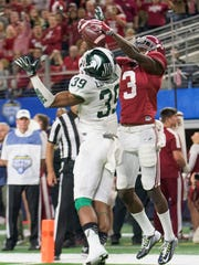 Alabama wide receiver Calvin Ridley (3) makes a touchdown catch over Michigan State cornerback Jermaine Edmondson (39) during second half action in the Cotton Bowl on Thursday December 31, 2015 at AT&T Stadium in Arlington, Tx. (Mickey Welsh / Montgomery Advertiser)