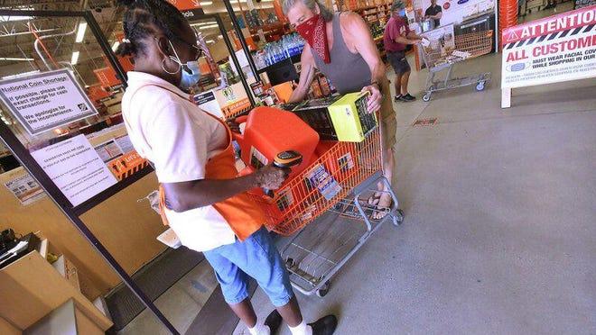 Locals purchasing supplies in preparation for Hurricane Isaias.