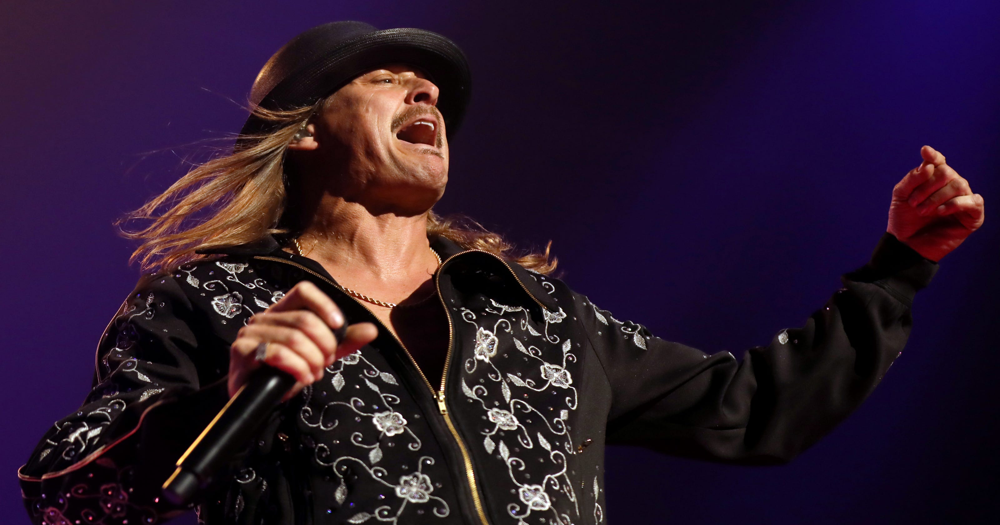 Kid Rock flips hash browns at Waffle House restaurant for Bill Anderson