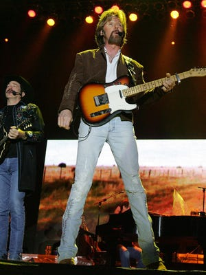 Kix Brooks (left) and Ronnie Dunn, of Brooks & Dunn, perform at Country Thunder in Florence on April 8, 2006.