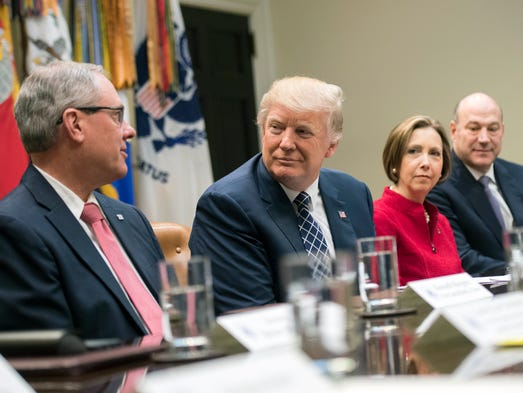 Trump holds a National Economic Council listening session