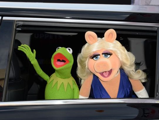 Kermit the Frog and Miss Piggy are shown in happier