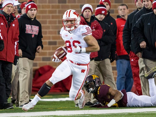Nov 28, 2015; Minneapolis, MN, USA; Wisconsin Badgers wide receiver Alex Erickson (86) runs for a first down after a catch against the Minnesota Golden Gophers in the second half at TCF Bank Stadium. The Badgers won 31-21. Mandatory Credit: Jesse Johnson-USA TODAY Sports