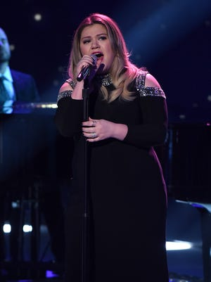 "Kelly Clarkson performs on ""American Idol"" on Thursday, February 25, 2016."