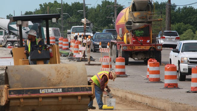 Traffic moves through a construction zone on Friday June 19, 2015 on eastbound Sashabaw Road in Clarkston.