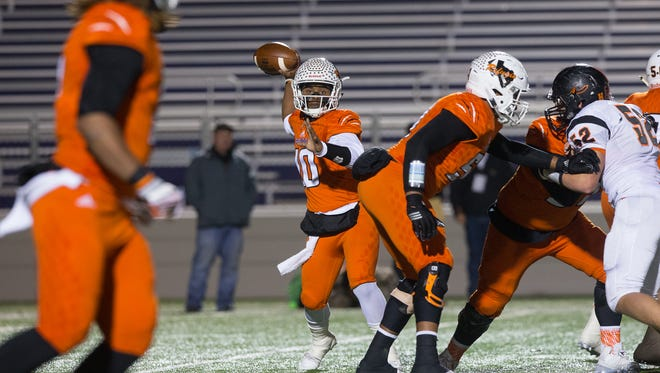 Refugio's quarterback Jacob Avery throws the ball to Jaylon Mascorro during the third quarter of the Class 2A Division I state semifinal game against Centerville at Rattler Stadium in San Marcos on Friday, Dec. 9, 2016.