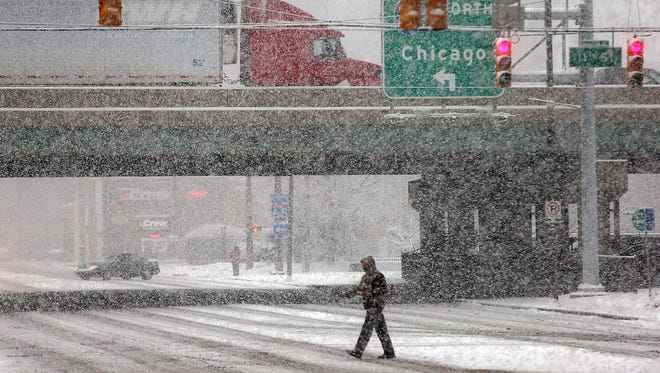 Wet roads and cold temperatures will make Christmas travel a little tricky this weekend