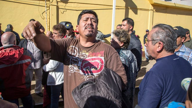 Around 250 Mexican protesters blocked railroad tracks that bring goods into the United States from Nogales, Sonora, on Jan 6, 2017.