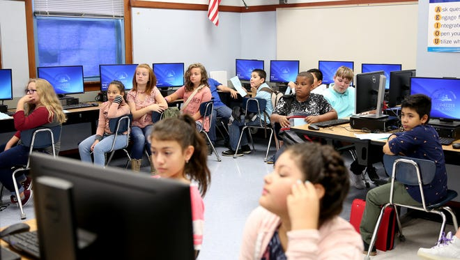 Students sit in a computer lab at Parrish Middle School in Salem on Tuesday, Sept. 5, 2017. Tuesday was the first day of school for 6th and 9th graders in the Salem-Keizer School District.