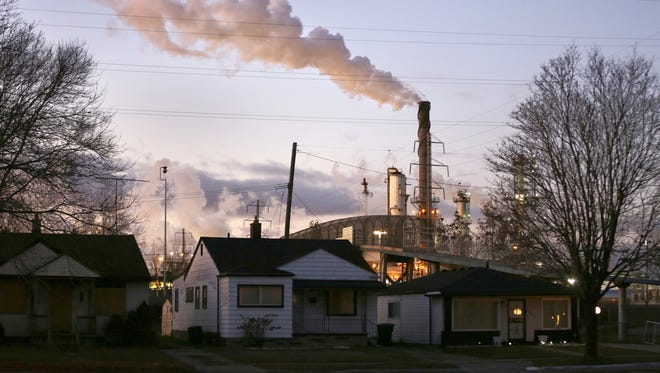 The Wayne County Commission has added its voice to those opposing permit changes that would allow more pollution from the Marathon Petroleum refinery in southwest Detroit.