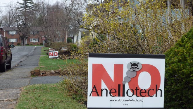 """""""No Anellotech"""" signs are seen along Franklin Avenue in Pearl River."""