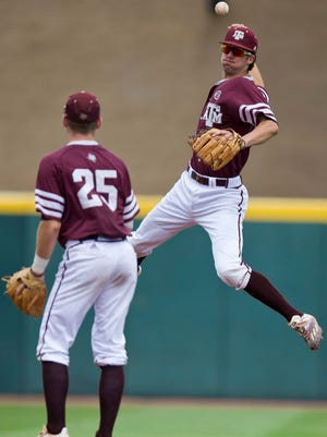 Texas A&M advances to third straight super regional after upsetting top-seeded Houston