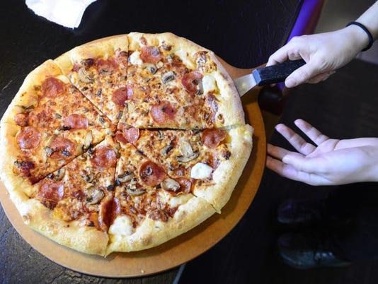635990080602164932-pizza.jpg