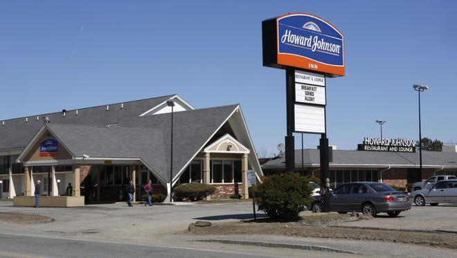 The Howard Johnson restaurant in Bangor, Maine, will close Sept. 6, taking with it the fried clam strips, ice cream — and a slice of roadside Americana.