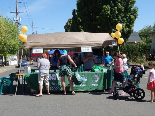 Heat was no deterrent as 1,000 lunches were served during  Mt. Angel Telephone Customer Appreciation Day.