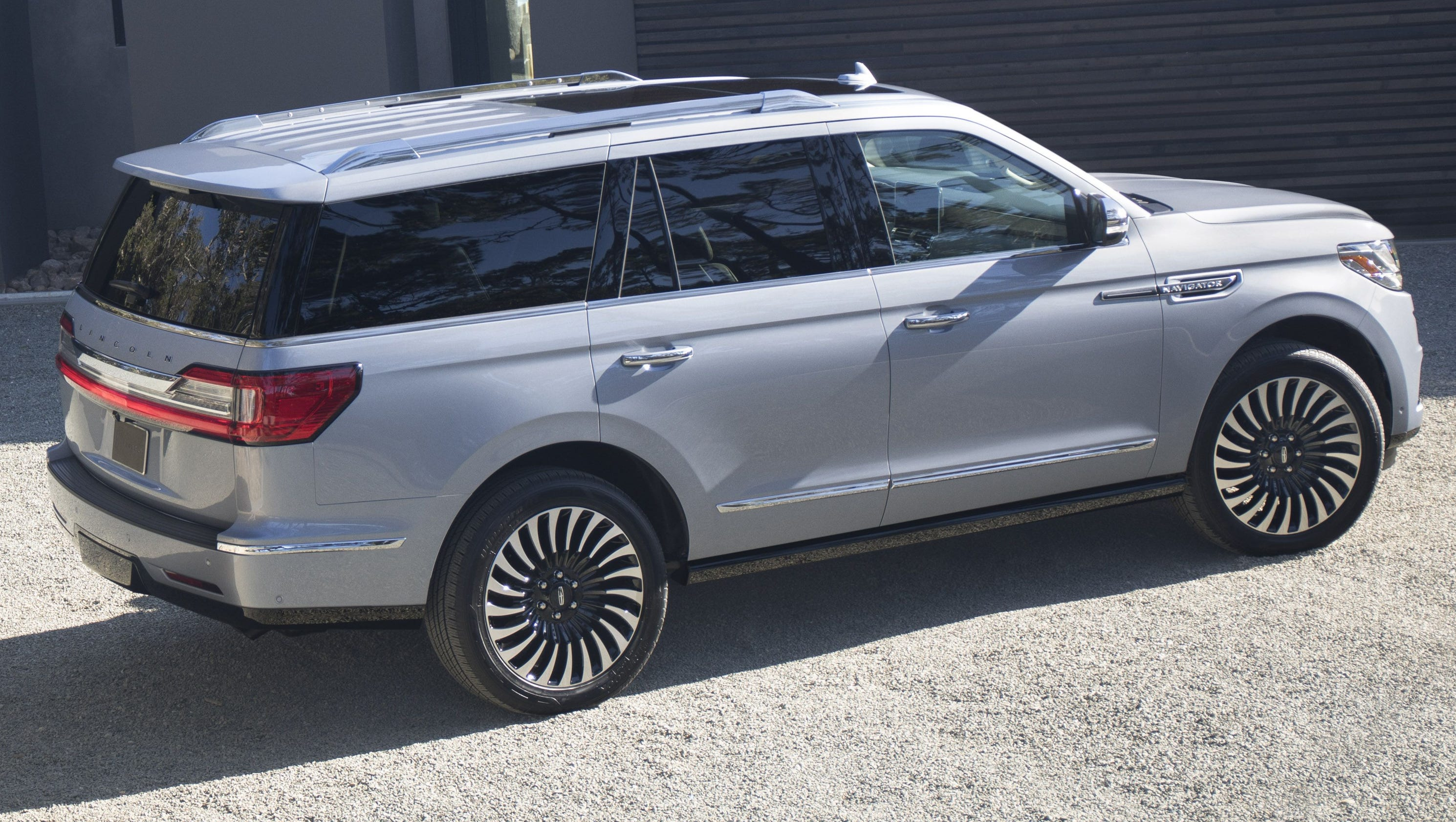2018 lincoln build and price. wonderful build 2018 lincoln navigator seen at the new york auto show goes long on style  features on lincoln build and price