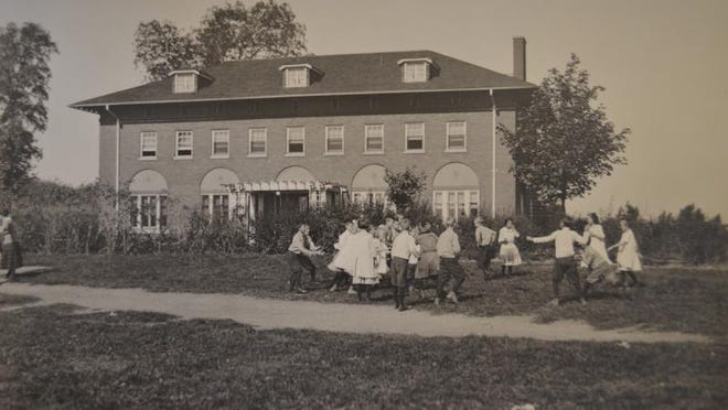 This photo shows children playing at the Hillside children's home in the early 1900s.