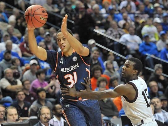 Auburn Tigers walk-on center Devin Waddell had four