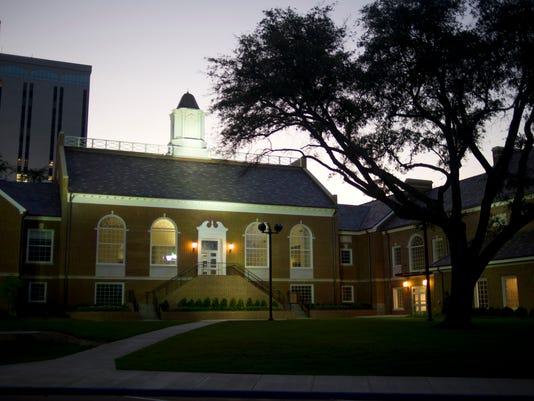 University Hall at Louisiana Tech.jpg